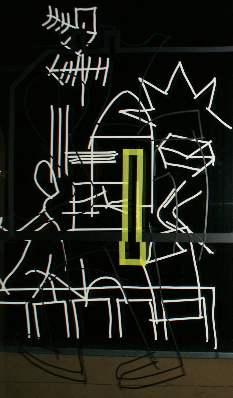 TapePic auf Fenster (bei Nacht) in Hildesheim