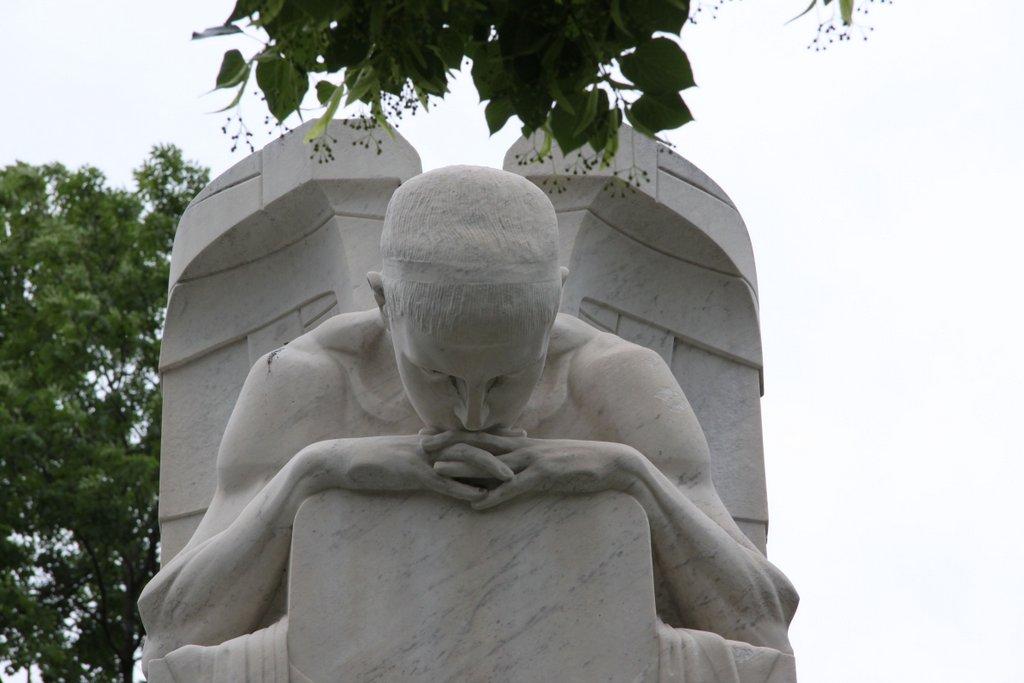 Nachdenklicher Engel – Wien